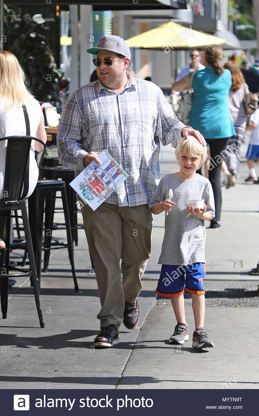 US UK CLIENTS MUST ONLY CREDIT KDNPIXBR Actor Jonah Hill Takes One Of His Nephews Out For Frozen Yogurt In Beverly Hills Carries The Tots