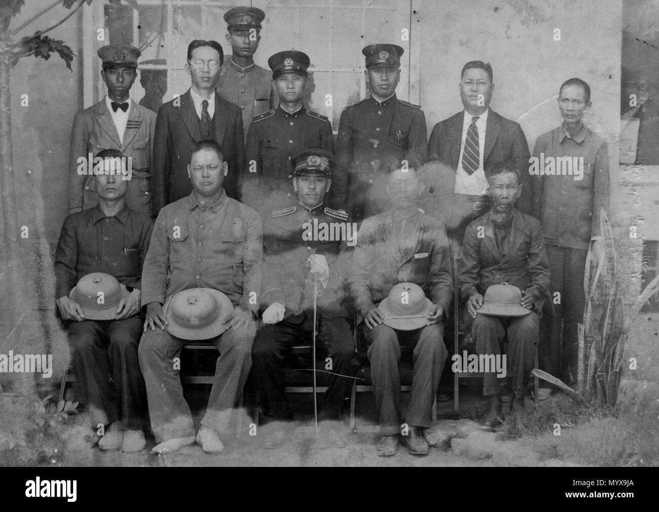 1 Officials gentlemen Toā-nâ-pô͘ Takao 1940s - Stock Image