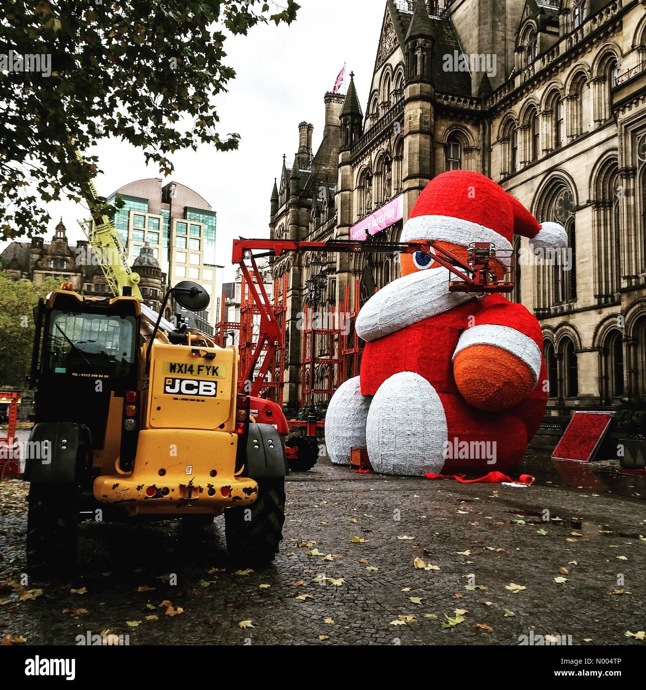 Manchester, UK. 30th Oct, 2015. Santa Gets Ready. The preparation of the large Santa that is an annual, festive Stock Photo