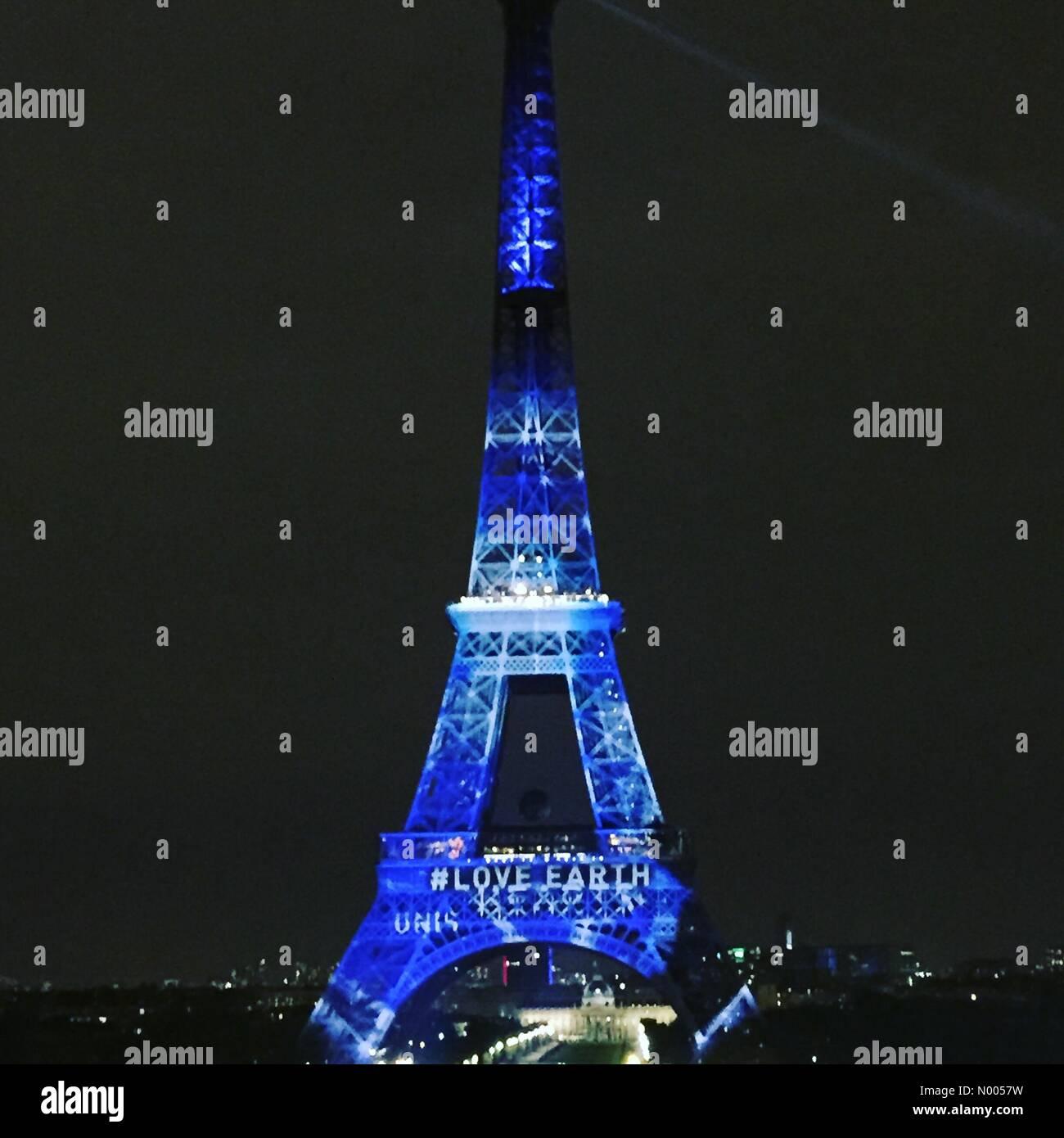 75016 Paris-16E-Arrondissement, France. 29th Nov, 2015. Eiffel Tower #loveearth #COP21 Credit:  jaardavin/StockimoNews/Alamy Stock Photo