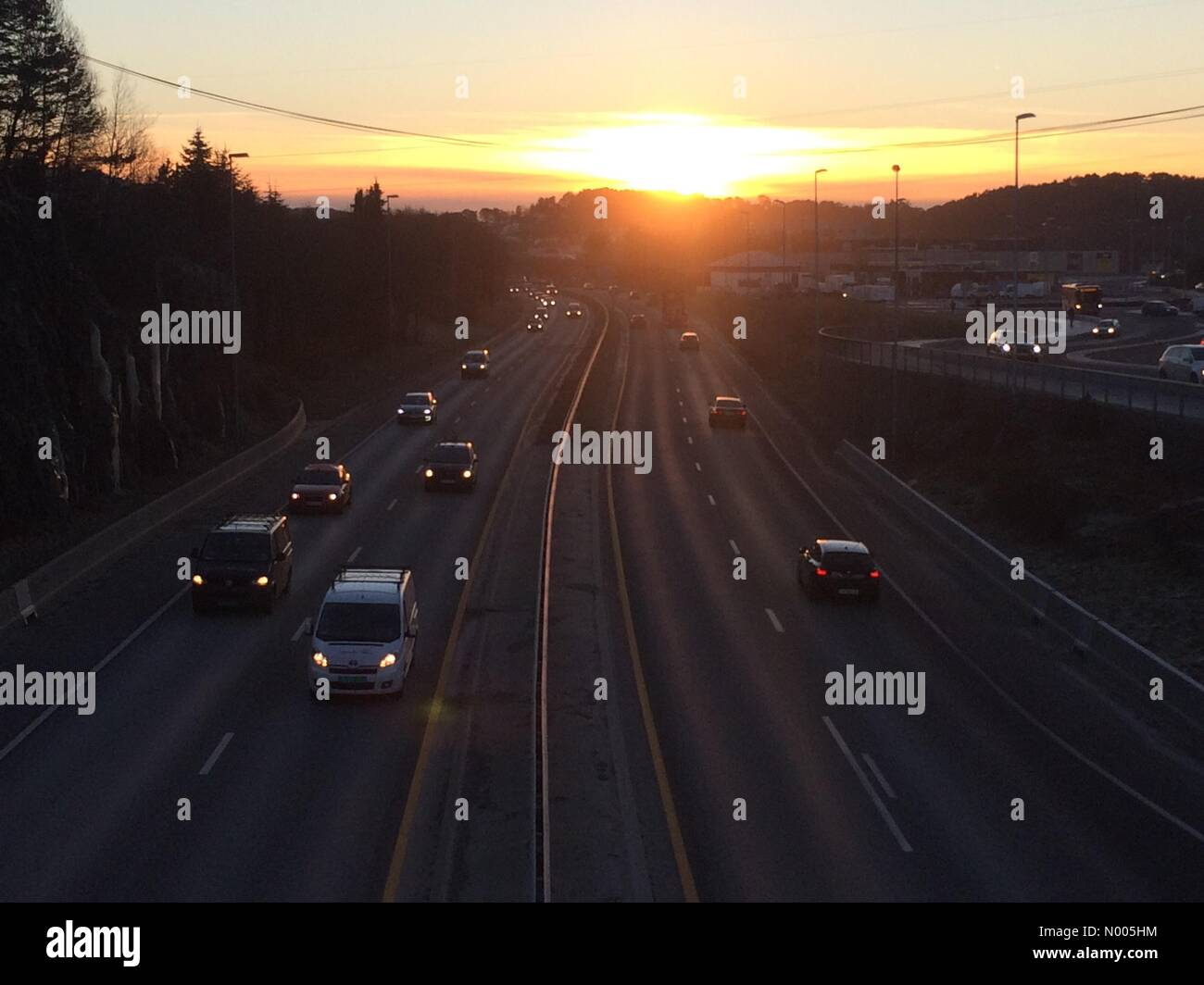 5131 Bergen, Norway. 07th Jan, 2016. EUweather: Beautiful low sunlight streaking over the main highway out of Bergen, - Stock Image