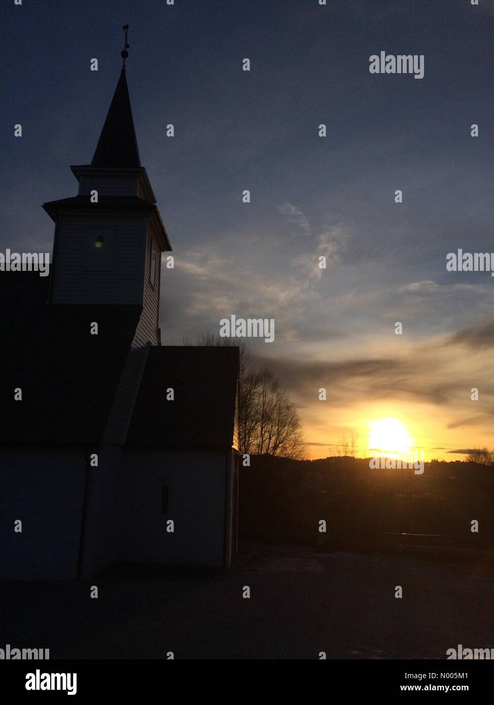 Sauråsbakken 20, Nyborg, Norway. 11th Jan, 2016. EUweather: Beautiful low sunlight streaking over the old Åsane - Stock Image