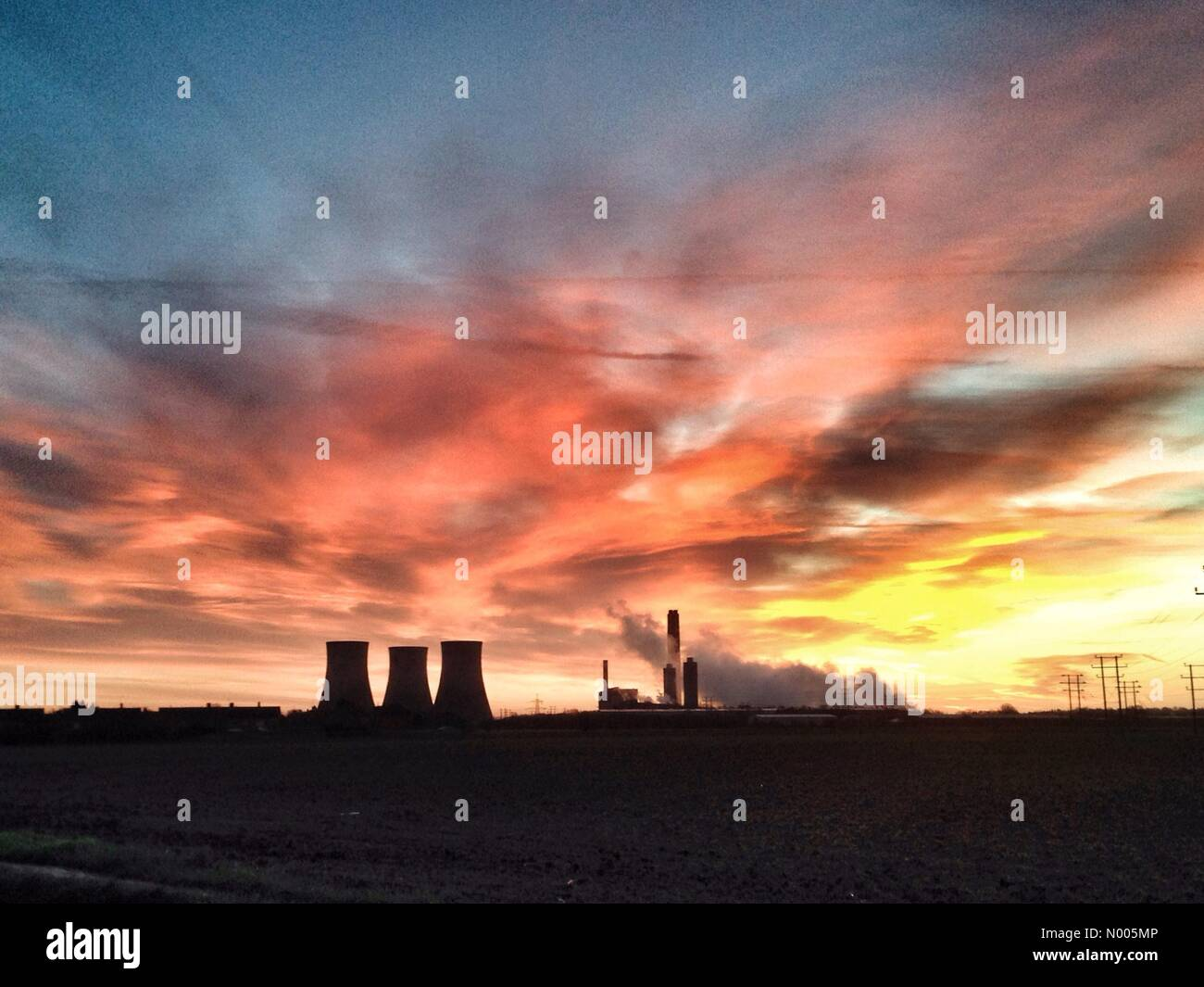 Sunrise over Didcot Power Station - Stock Image