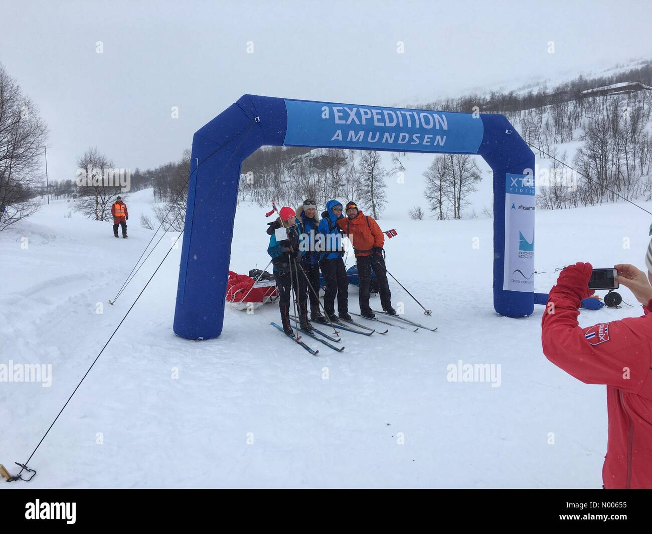 Rv7 190, Vøringsfoss, Norway. 27th Feb, 2016. The last teams finishing in the 2016 version of Expedition Amundsen, Stock Photo