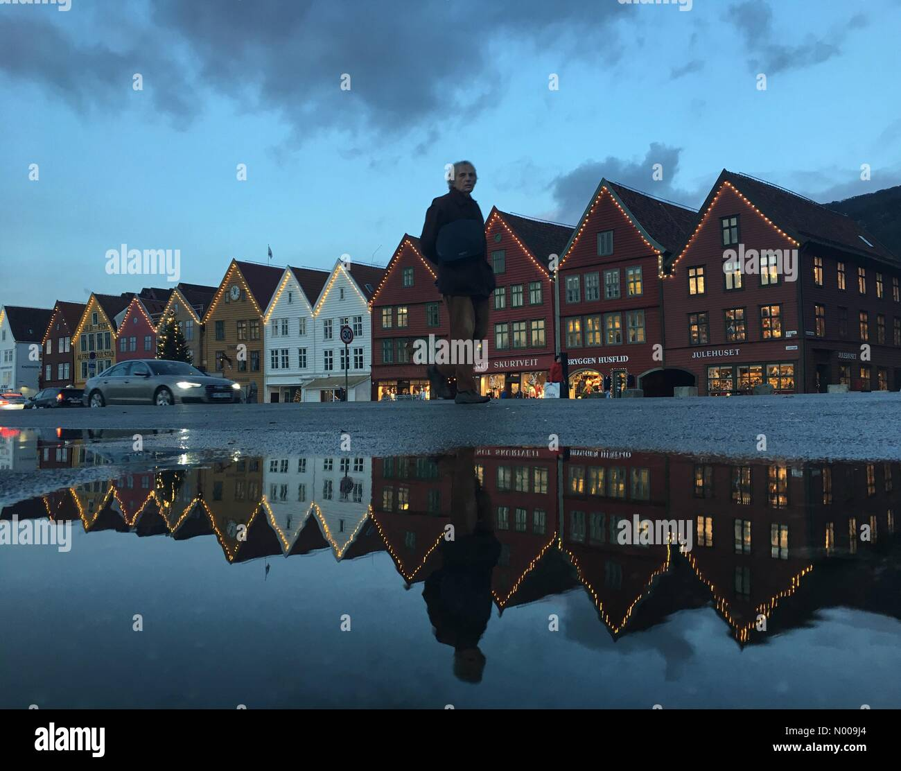 Bryggen 21, Bergen, Norway. 01st Dec, 2016. European weather; Christmas decorated and tree at the UNESCO World Heritage Stock Photo