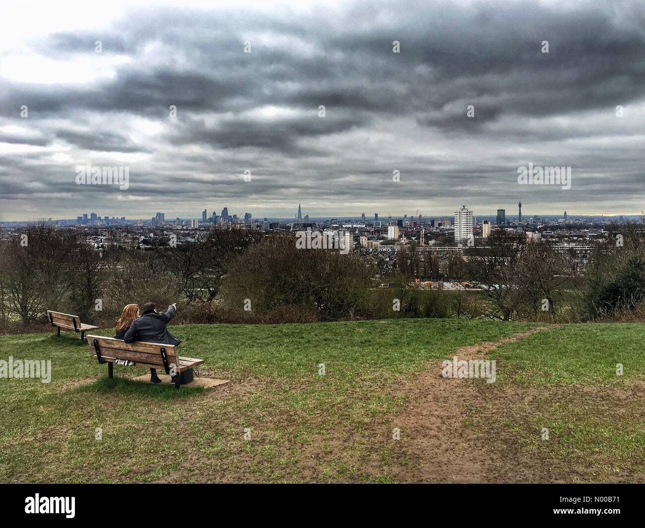 Hemmingway Cl, London, UK. 21st Feb, 2017. UK Weather: A young couple take in the view of the London skyline from Stock Photo