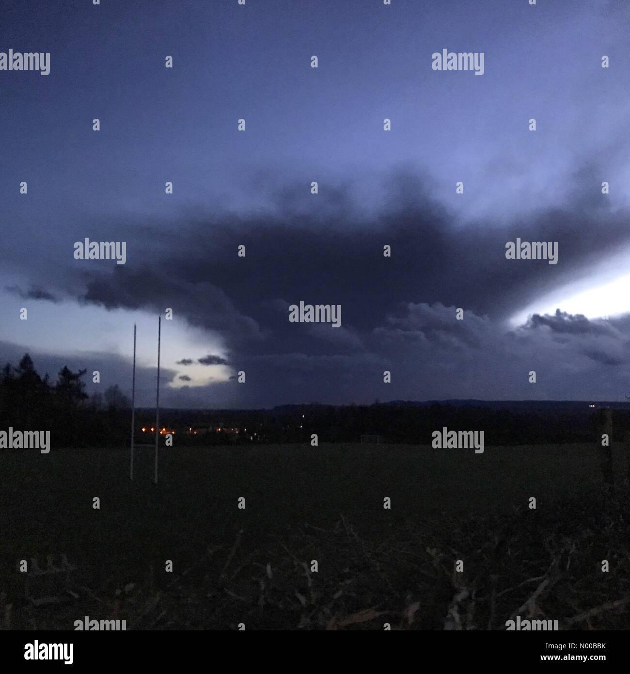 Ashstead Ln, Godalming, UK. 27th Feb, 2017. UK Weather: Storm clouds over Godalming. Tuesley Ln, Godalming. 27th - Stock Image