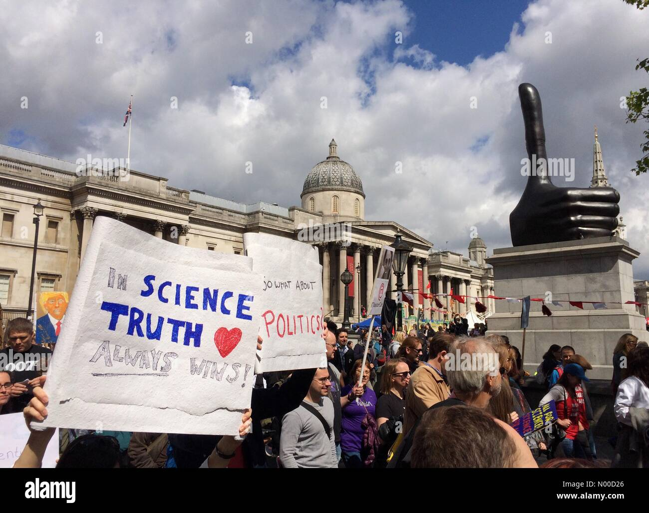 London, UK. 22nd Apr, 2017. March for Science, 22nd April 2017 London, UK. Part of an international movement recognising Stock Photo