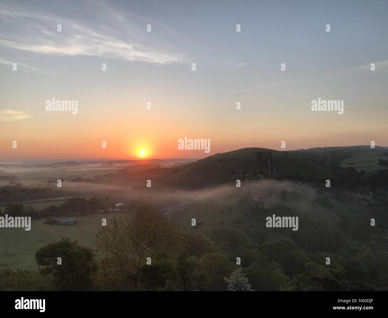 Wareham, UK. 10th May, 2017. UK Weather: Sunrise over Corfe Castle. Wareham, Dorset. 10th May 2017. High pressure Stock Photo