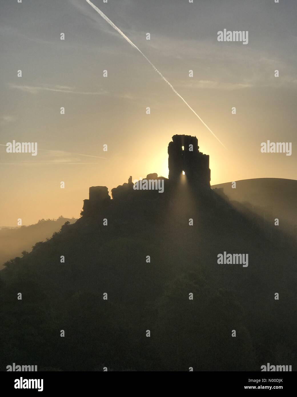 Wareham, UK. 10th May, 2017. UK Weather: Sunrise over Corfe Castle. Wareham, Dorset. 10th May 2017. High pressure - Stock Image