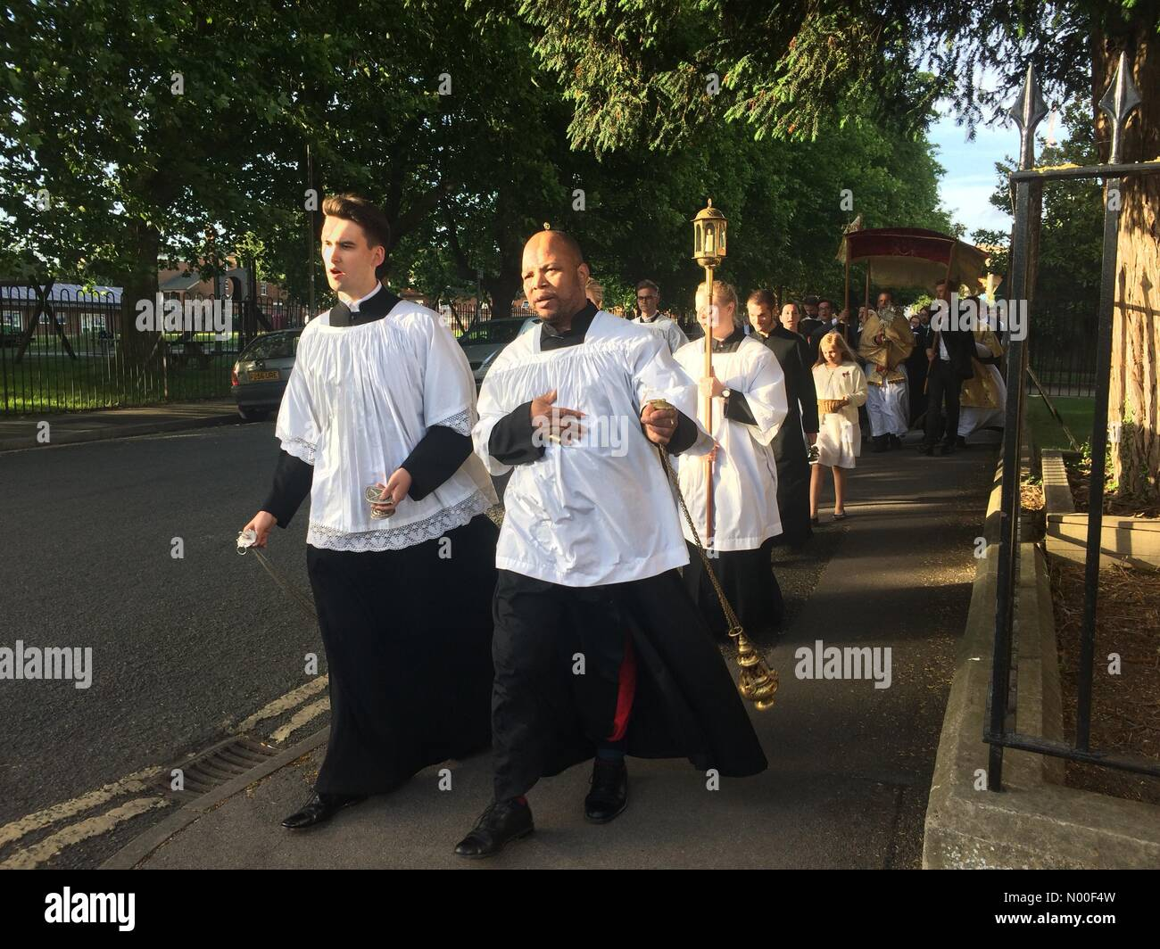 Hart St, Oxford, UK. 15th June, 2017. Corpus Christi Procession from Pusey House to St. Barnabas, Jericho. This - Stock Image
