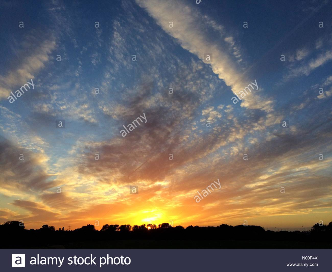 UK Weather, London, UK. 15th June 2017. Beautiful sunset in Hackney. Stock Photo