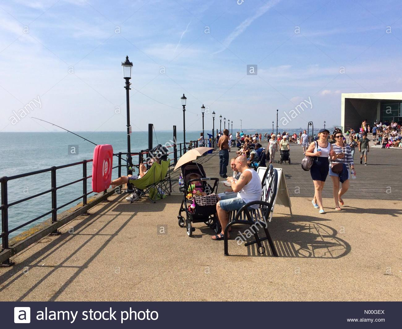 Uk Weather Southend On Sea Uk 28th Aug 2017 People Enjoy And Day On Southend Pier