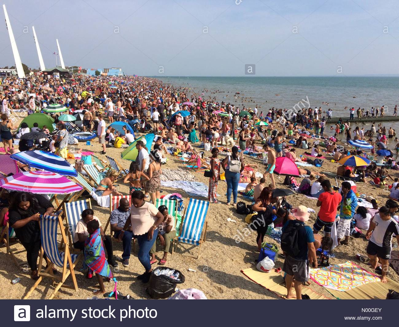 Uk Weather Southend On Sea Uk 28th Aug 2017 People Enjoy And Day On Southend Beach