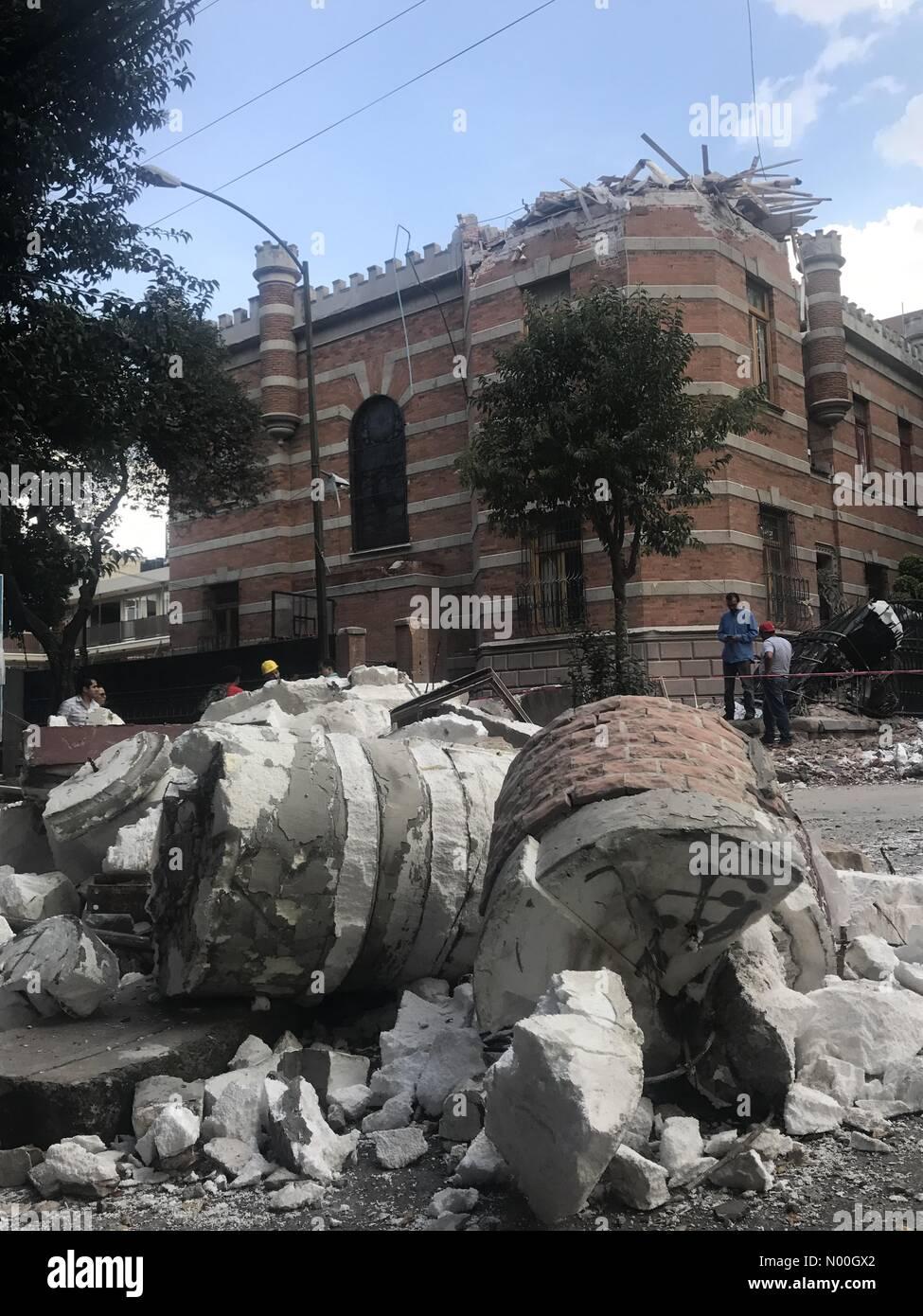 Orizaba 110, Roma Nte., Ciudad de México, Ciudad de México, Mexico. 19th Sep, 2017. A building partially damaged Stock Photo