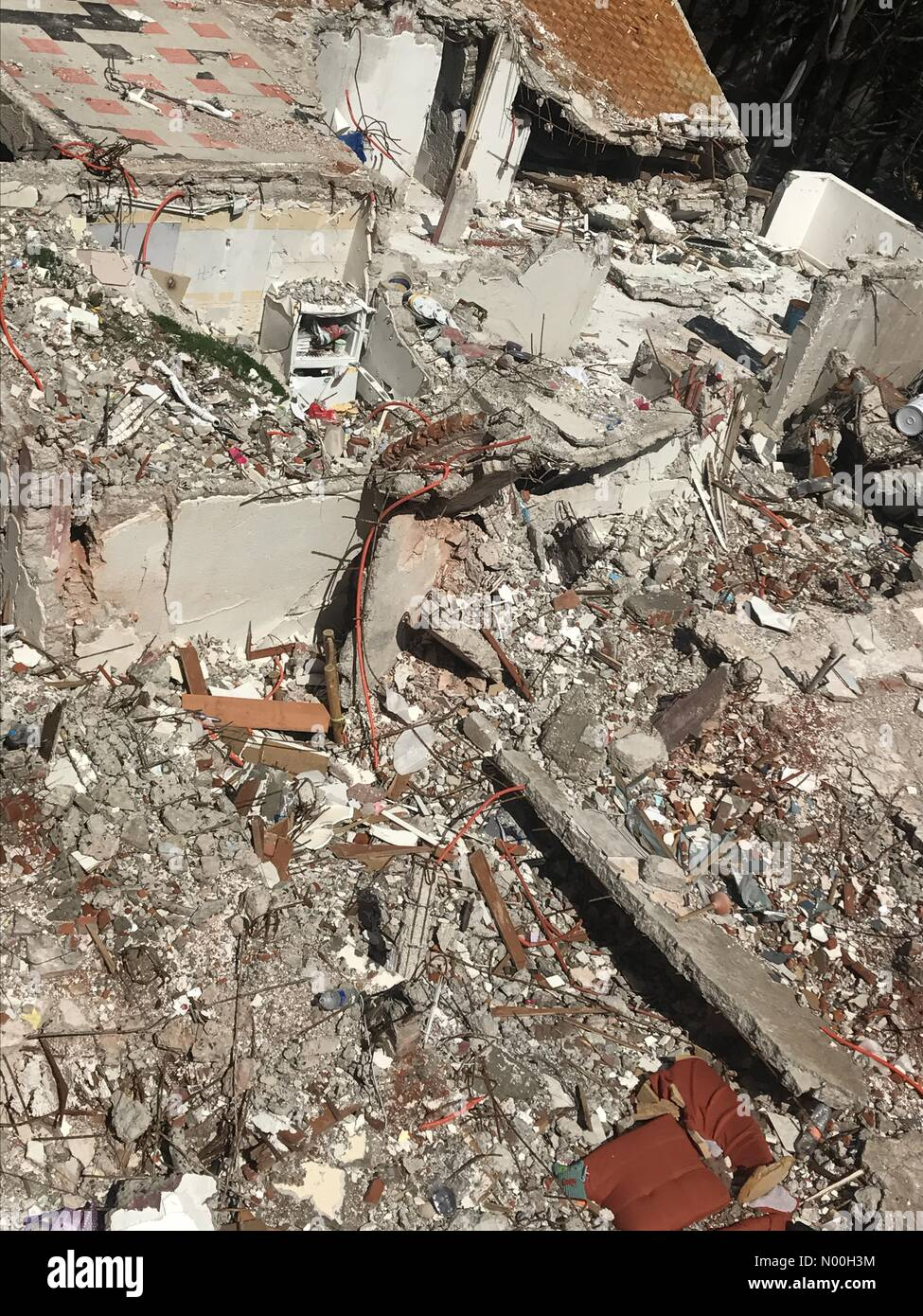 Mexico City, Mexico. 6th Oct, 2017. The rubble of a building that collapsed in Amsterdam & Laredo streets after Stock Photo