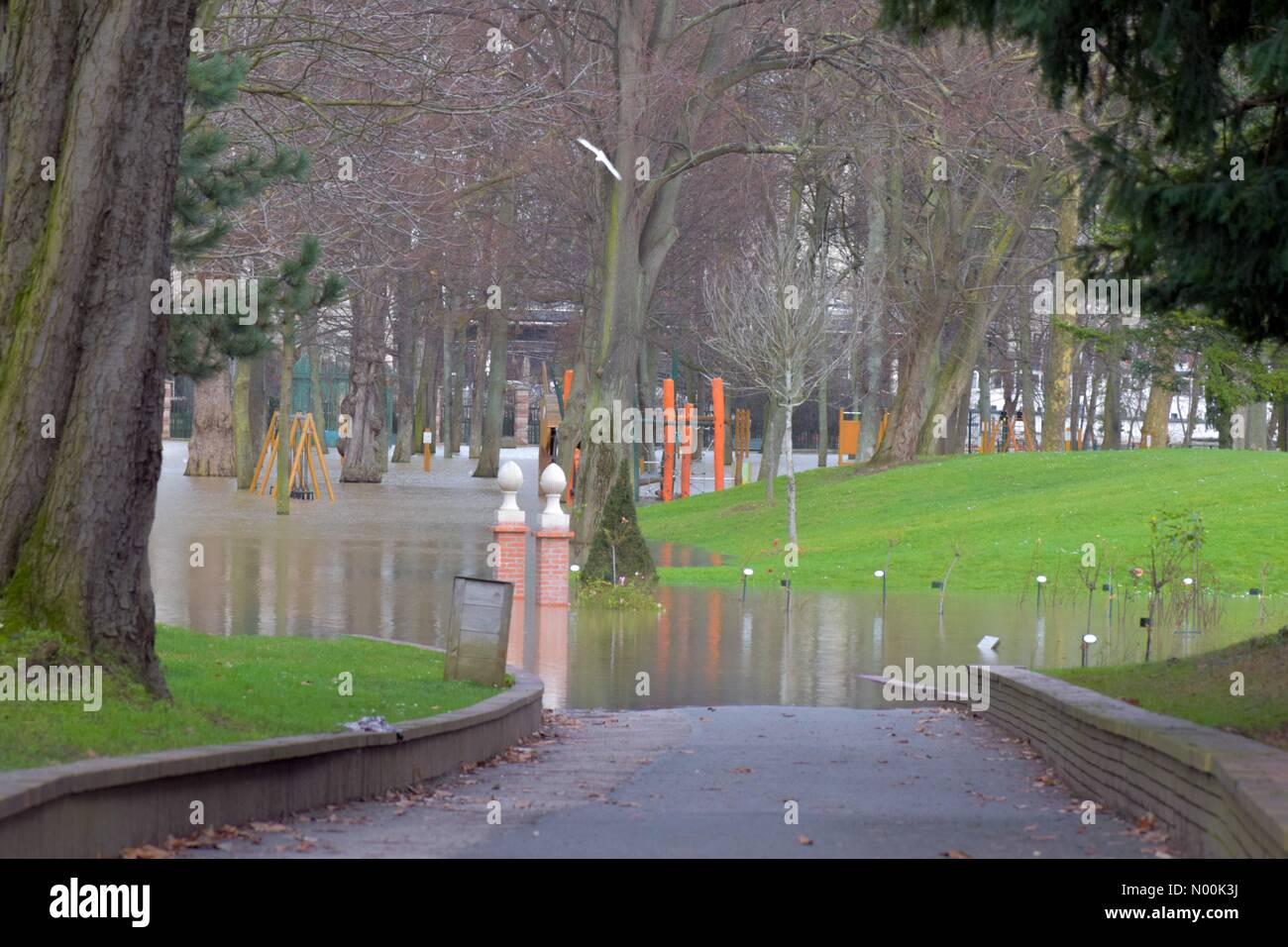 92800 Puteaux, France. 24th Jan, 2018. Paris, France January 24 : Seine River keeps rising, closing parks, flooded - Stock Image