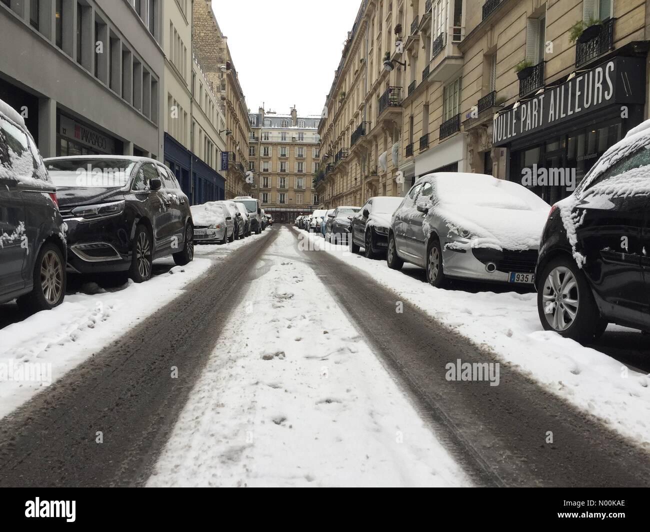Paris, France. 09th Feb, 2018. Paris is struggling with yet more snow, 15 cm forecast. Paris 9th February, 2018 - Stock Image