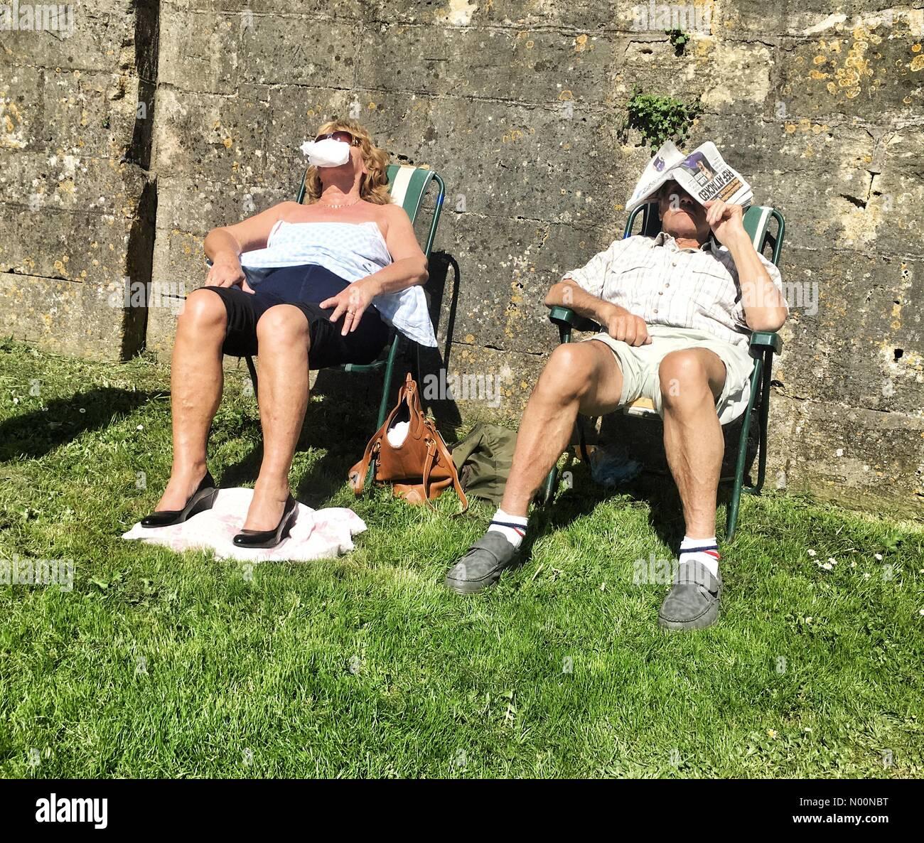 Bathampton, UK. 18th April 2018.  UK Weather: sunbathing in Bathampton Credit: nidpor / StockimoNews/Alamy Live News - Stock Image