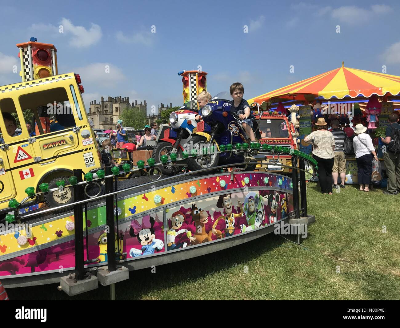 UK Weather : Sherborne Dorset. 28 May 2018. Hot and sunny weather for the annual Sherborne Castle Country Fair on bank holiday Monday - Stock Image