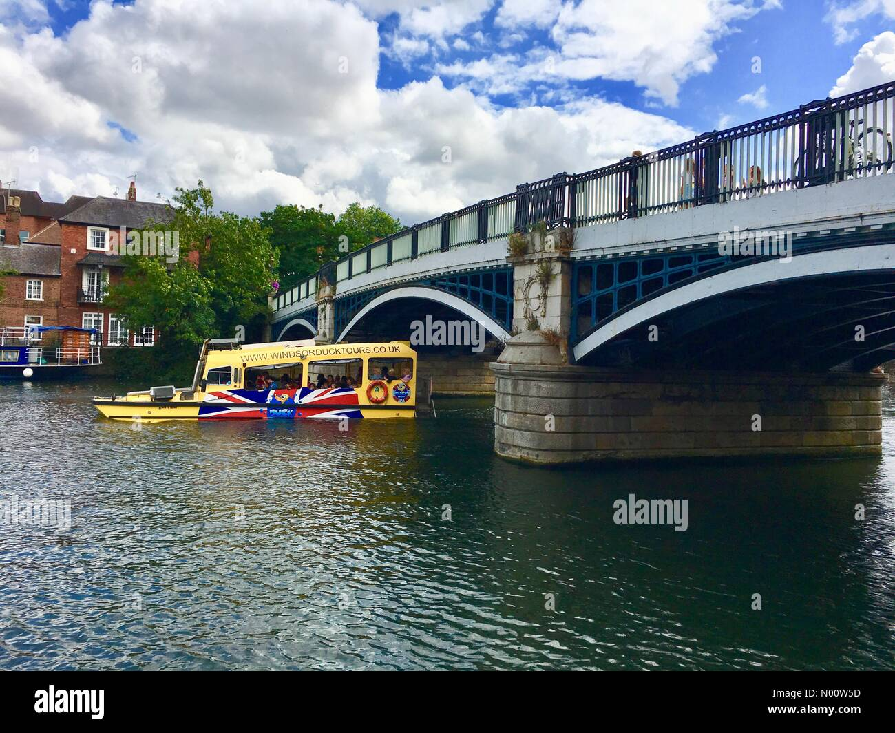 Windsor, UK. 30th July 2018. UK Weather: Partly sunny in Windsor 30 July 2018 Windsor, England UK Perfect weather for taking a Duck Boat ride under Windsor Bridge on the River Thames. Credit: Lisa Werner/StockimoNews/Alamy Live News - Stock Image
