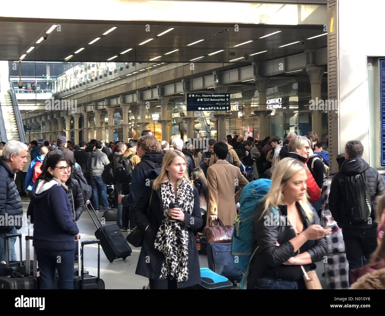 London, UK. 30th March, 2019. Passengers waiting at London St Pancras International railway station after Eurostar services have been cancelled due to a trespasser on the UK high speed line Credit: GarethTibbles/StockimoNews/Alamy Live News - Stock Image