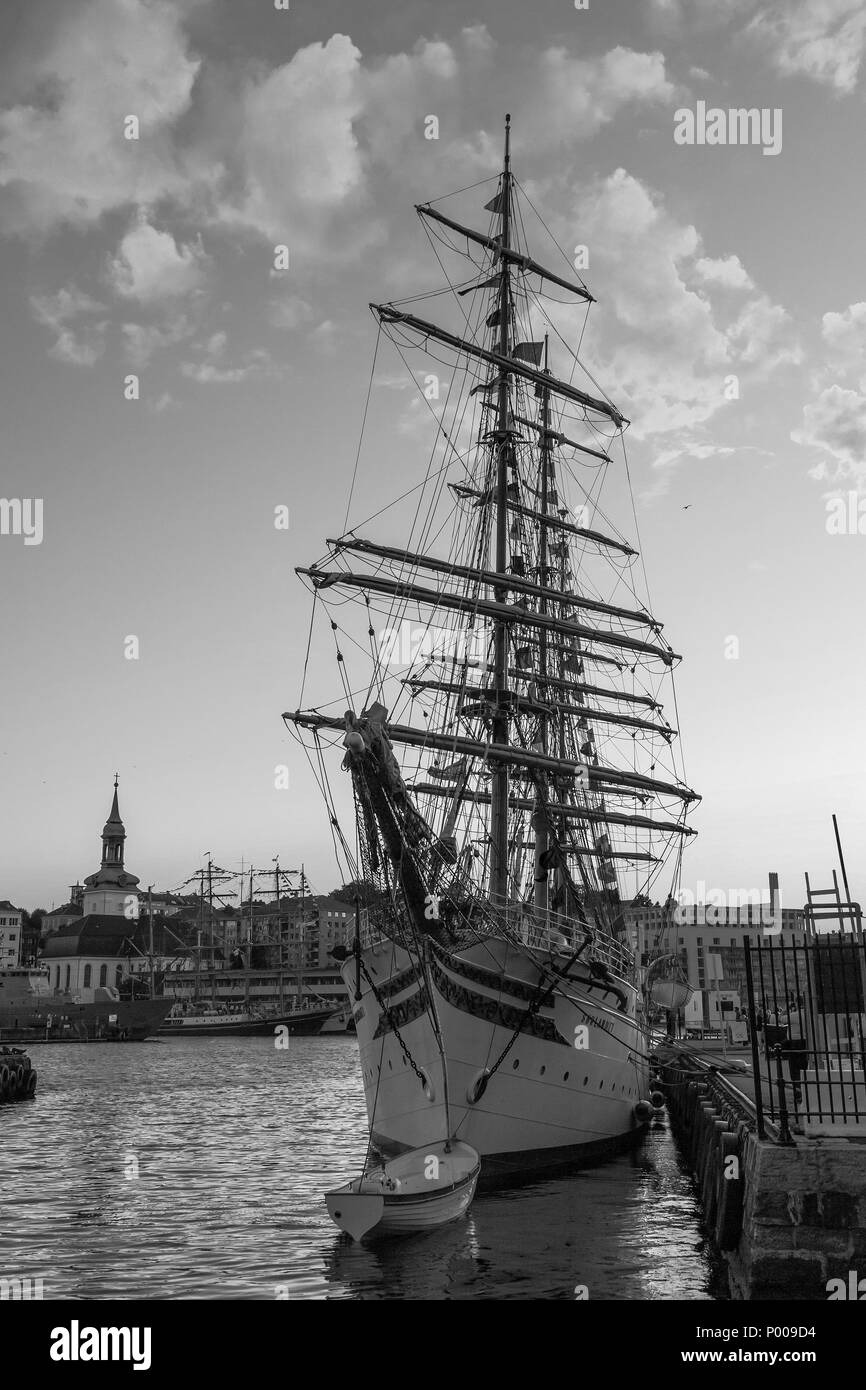 Tall Ships Race 2008. Bergen, Norway - August 2008. Sorlandet (fully rigged ship). Nykirken. - Stock Image