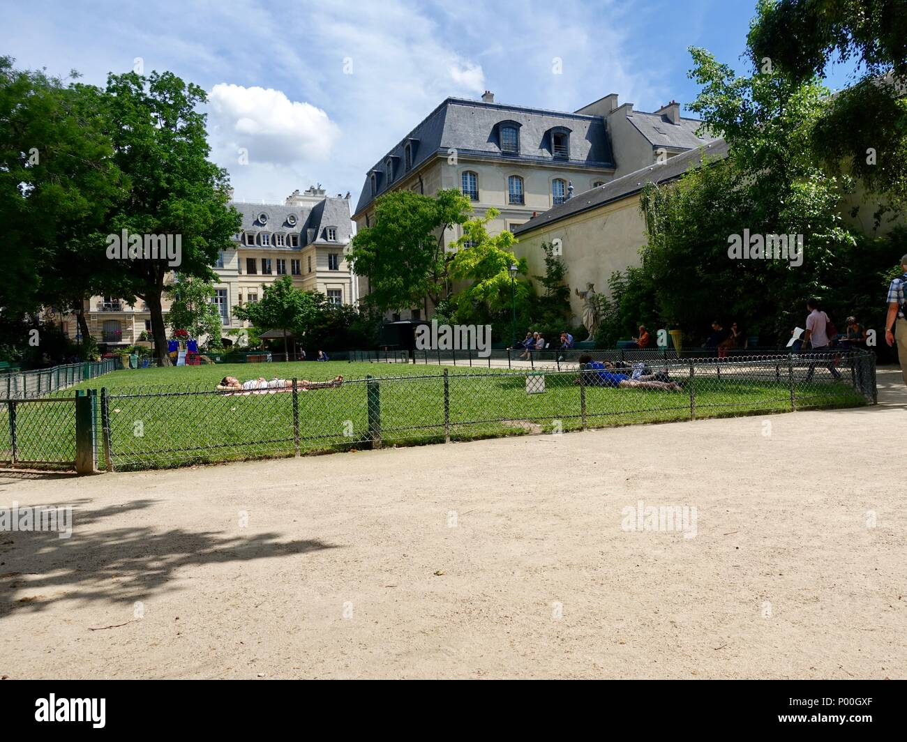 Parisians relaxing in Park Léopold-Achille and enjoying the fine June weather. Paris, France - Stock Image