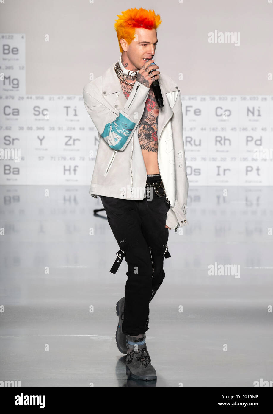 NEW YORK, NY - Feb 05, 2018: A performer sings at the C2H4 Los Angeles Show during New York Fashion Week Men's F/W 2018 - Stock Image