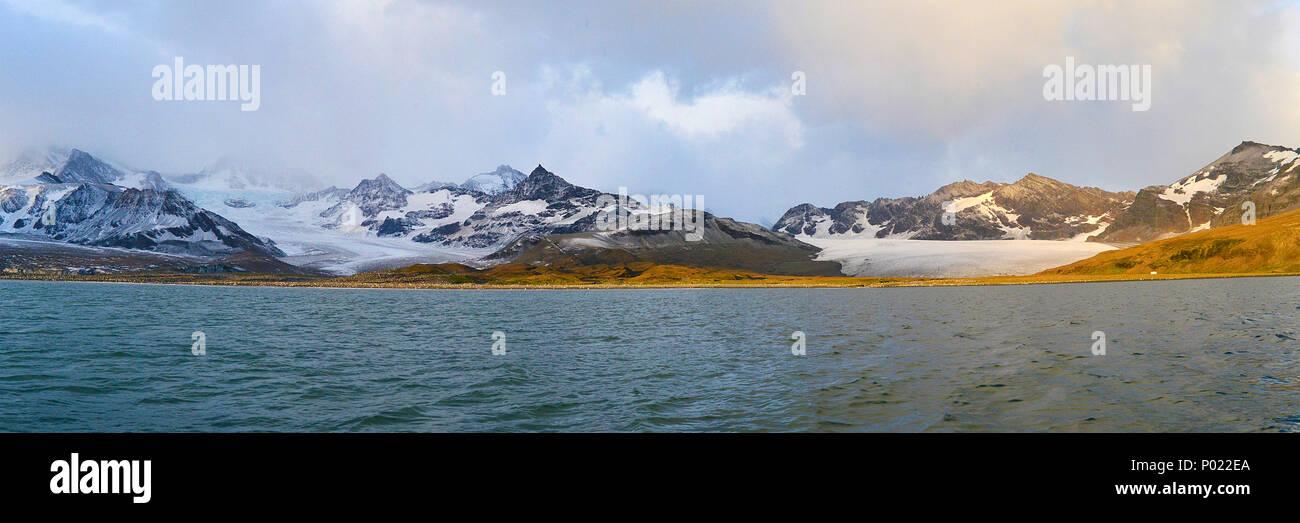 Gletscher und schneebeckte Berge, Suedgeorgien | Glacier and snow covered mountains, South Georgia Island, Sub Antarctica - Stock Image