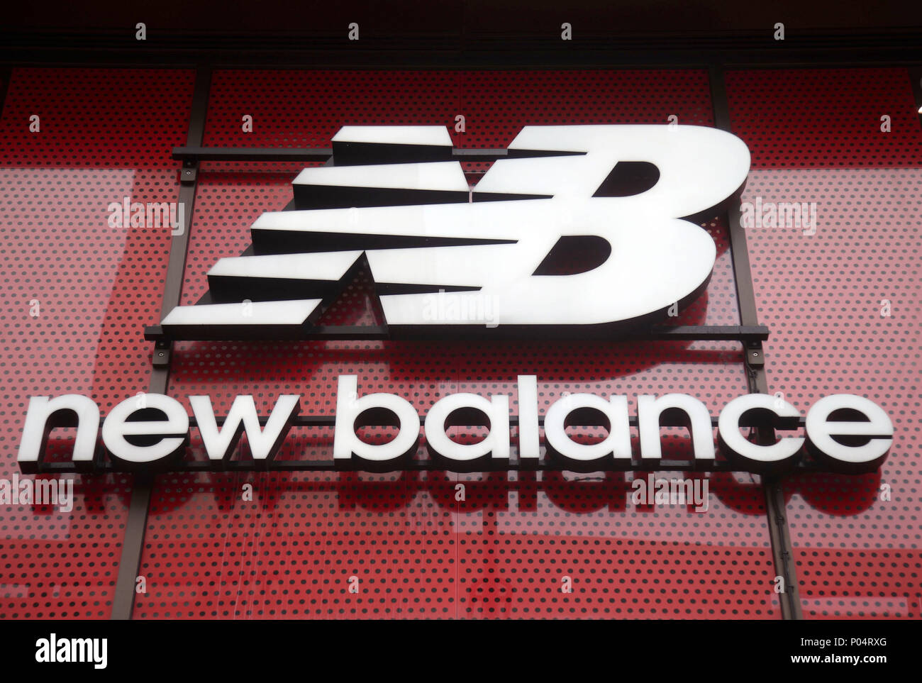 4a04eed544 New Balance Store Stock Photos & New Balance Store Stock Images - Alamy