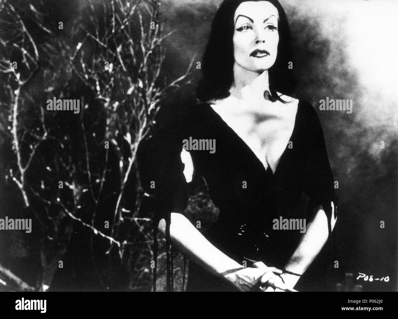 Original Film Title: PLAN 9 FROM OUTER SPACE.  English Title: PLAN 9 FROM OUTER SPACE.  Film Director: ED WOOD.  Year: 1959.  Stars: VAMPIRA (MAILA NURMI). Credit: REYNOLDS PICTURES INC. / Album - Stock Image