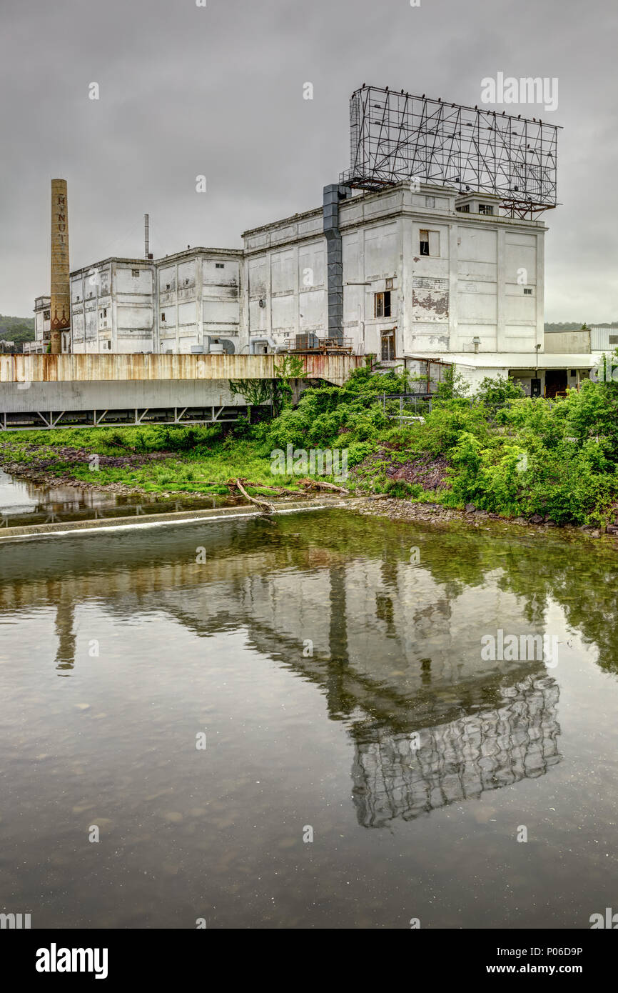 Canajoharie, New York: Beechnut Corporation was in this building for over 100 years. Now it sits as a vacant toxic eyesore overlooking I-90. - Stock Image