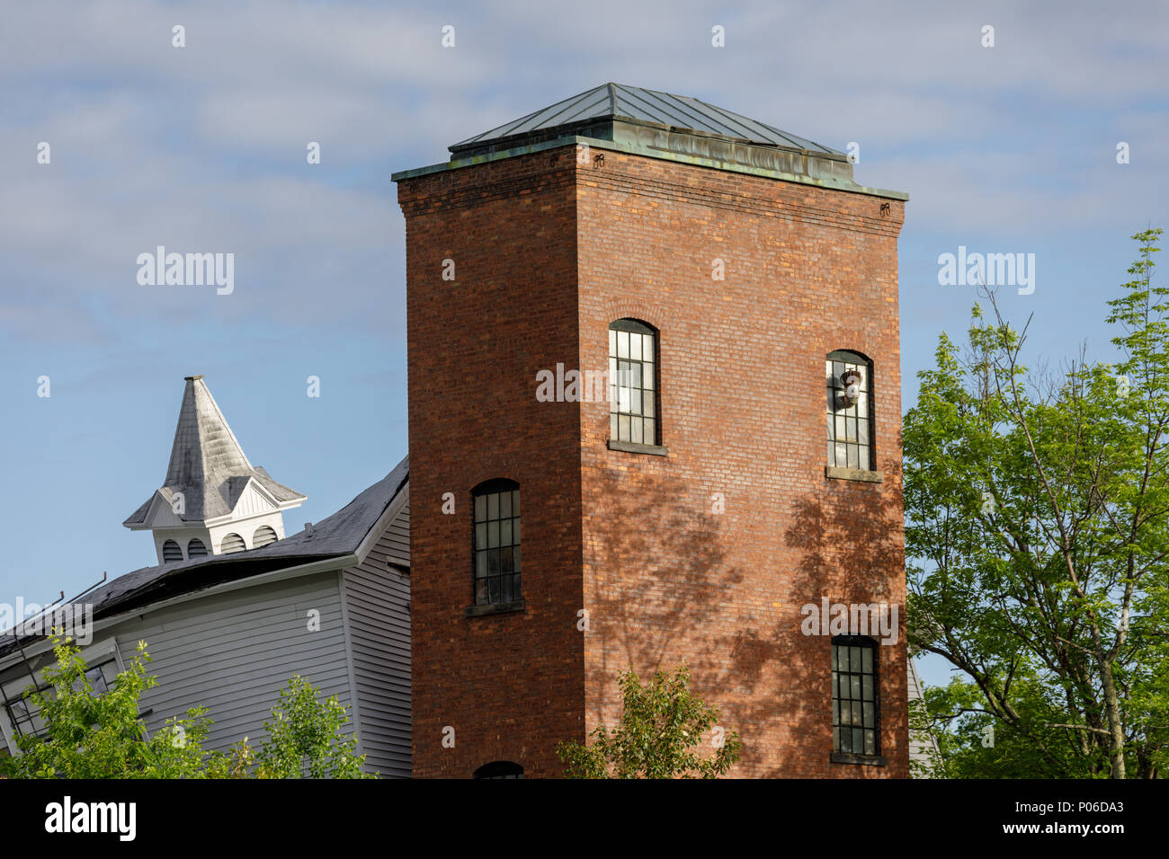 Roadside Mill Stock Photos & Roadside Mill Stock Images - Alamy