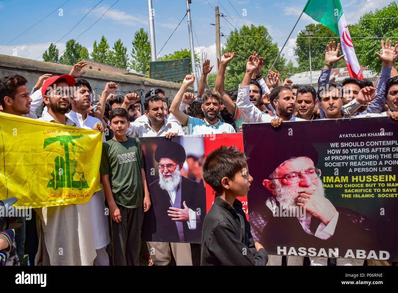 June 8, 2018 - Srinagar, Jammu & Kashmir, India - Kashmiri Shiite Muslims hold anti Israeli, anti Indian and anti American placards, shout Pro Palestinian And Pro Freedom slogans during an annual rally marking Al-Quds Day.Al-Qud is the Arabic name for Jerusalem. Quds day is marked by Muslims all over the world on the last Friday of Ramadan that was initiated by Islamic republic of Iran in 1979 to express the solidarity towards Palestinians and to condemn Israel. Credit: Abbas Idrees/SOPA Images/ZUMA Wire/Alamy Live News - Stock Image