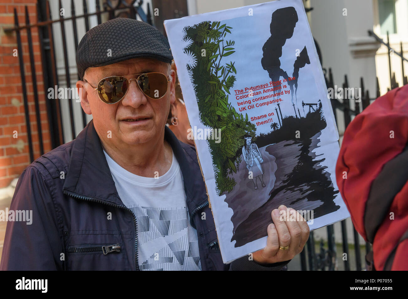 London, UK. 8th June 2018. A trade union activist from the Colombian metal workers at the picket opposite the Colombian embassy supports today's Gran Marcha Carnival in cities throughout Colombia demanding their government respects the rights of local communities against the interests of mining companies. Local residents voted against AngloGold Ashranti's huge La Colosa gold mine because of the extensive environmental damage it would cause. g the Hydroituango dam. Oil extraction Credit: Peter Marshall/Alamy Live News - Stock Image