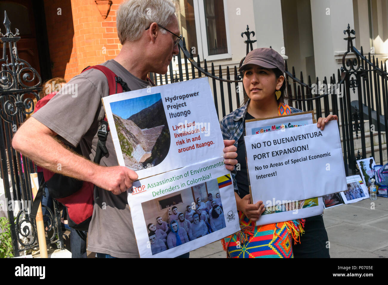 London, UK. 8th June 2018. A picket opposite the Colombian embassy supports today's Gran Marcha Carnival in cities throughout Colombia demanding their government respects the rights of local communities against the interests of mining companies. Local residents voted against AngloGold Ashranti's huge La Colosa gold mine because of the extensive environmental damage it would cause. g the Hydroituango dam. Oil extraction in Putamayo is causing excessive pollution and logging is de Credit: Peter Marshall/Alamy Live News Stock Photo