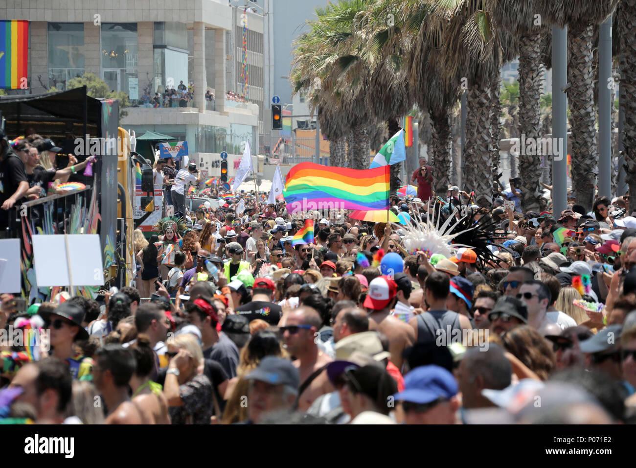 Tel Aviv, Israel. 8th June, 2018. People participate in the pride parade in Tel Aviv, Israel, on June 8, 2018. Credit: JINI/Gideon Marrkowicz/Xinhua/Alamy Live News - Stock Image