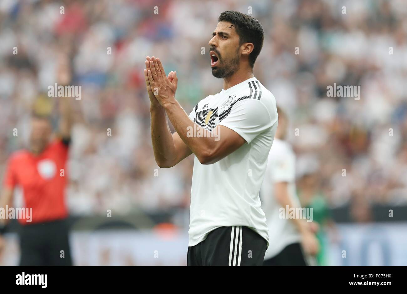 firo Football: Football: 08.06.2018 national team Test match: Germany - Saudi Arabia 2: 1 gesture Sami Khedira   usage worldwide - Stock Image