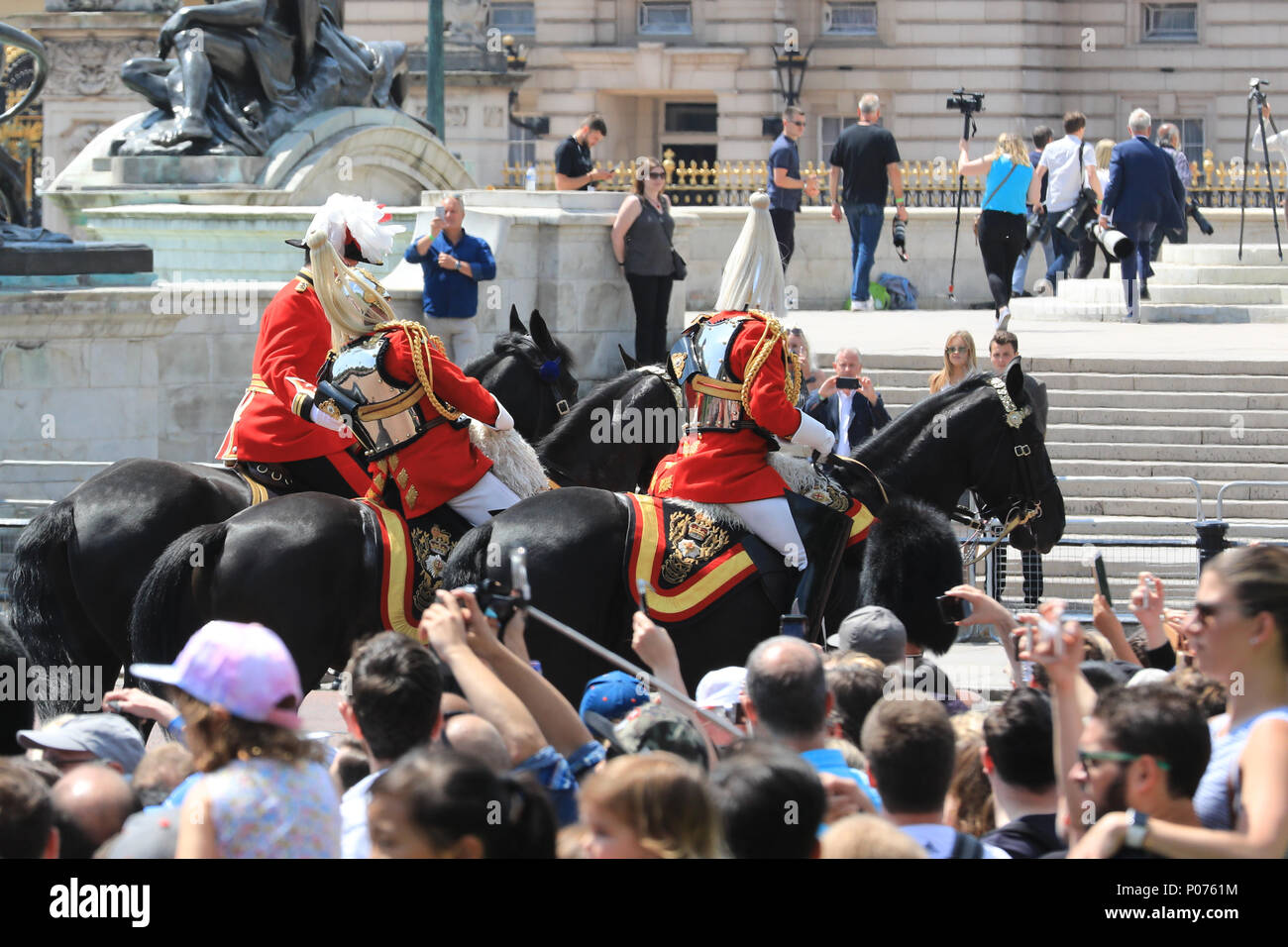 The Mall, London, UK, 9th June 2018. Retired armed forces field marshall and former Chief of Defense staff Lord Guthrie visibly struggles for some time, then eventually collapses and falls off his horse in what may have been a fainting attack during the hot sunshine at Trooping the Colour today. The incident happened in front of Buckingham Palace, the officer was riding in close proximity behind her Majesty the Queen's carriage. Credit: Imageplotter News and Sports/Alamy Live News Stock Photo