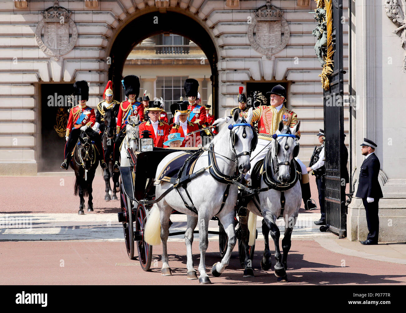 London, UK. 09th June, 2018. Queen Elizabeth II leave at Buckingham Palace in London, on June 09, 2018, to attend Trooping the colour, the Queens birthday parade Photo : Albert Nieboer/Netherlands OUT/Point de Vue OUT - NO WIRE SERVICE - Credit: Albert Nieboer/RoyalPress/dpa/Alamy Live News Stock Photo