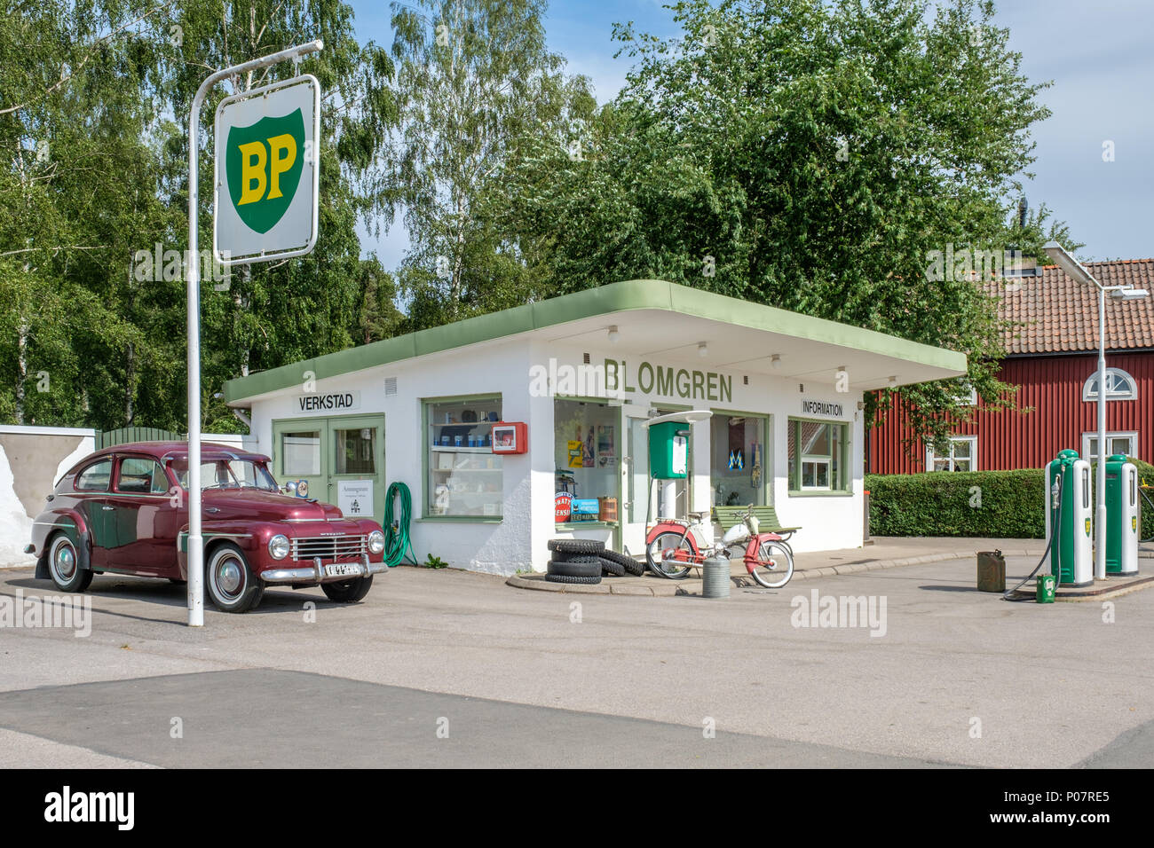 Vintage Petrol Station High Resolution Stock Photography and Images - Alamy