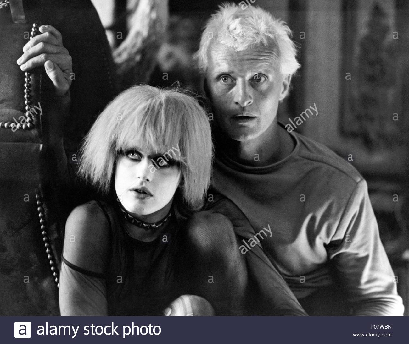 Original Film Title: BLADE RUNNER.  English Title: BLADE RUNNER.  Film Director: RIDLEY SCOTT.  Year: 1982.  Stars: DARYL HANNAH; RUTGER HAUER. Credit: LADD COMPANY/WARNER BROS / Album - Stock Image