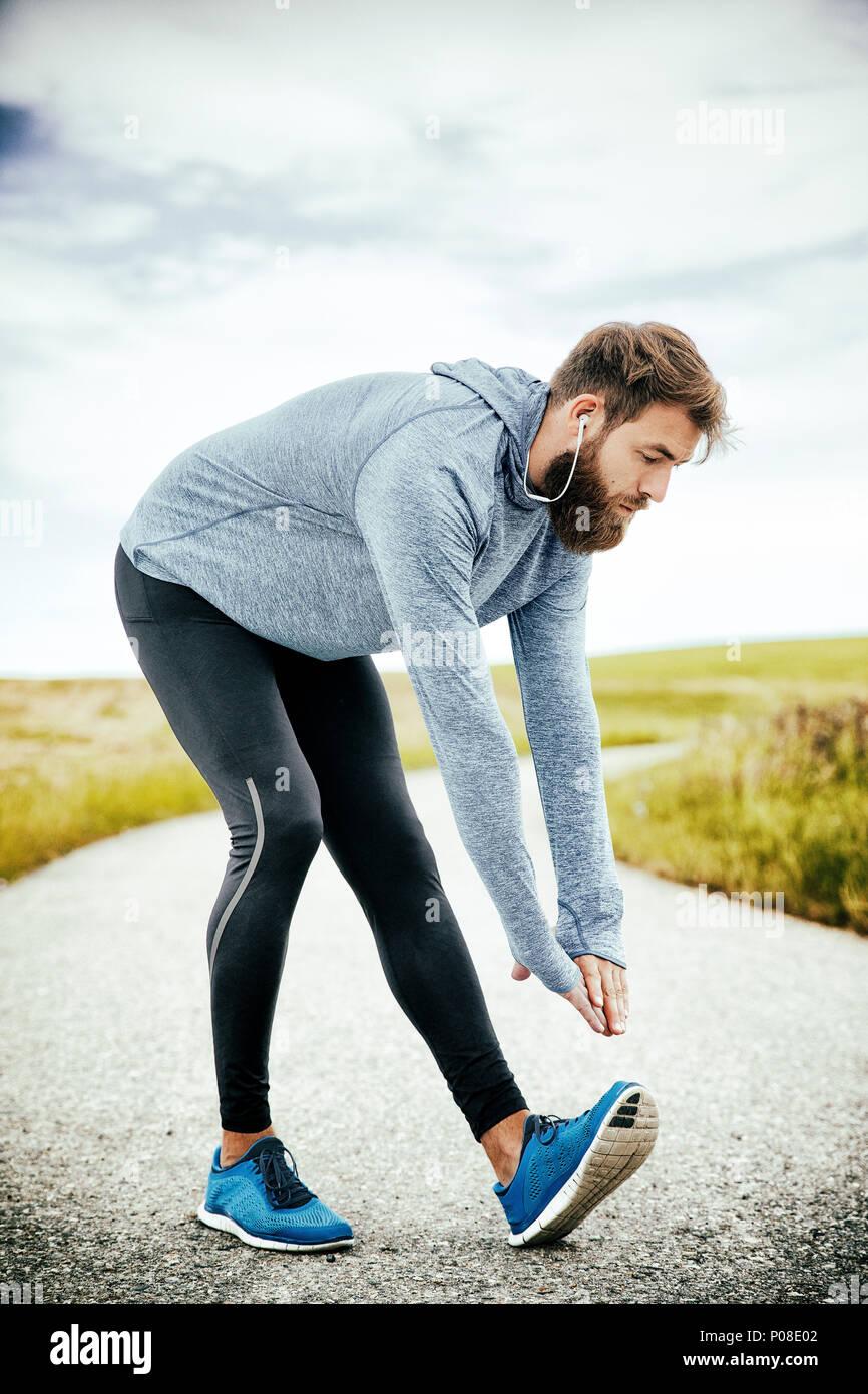 junger Mann mit Bart beim Lauftraining - Stock Image