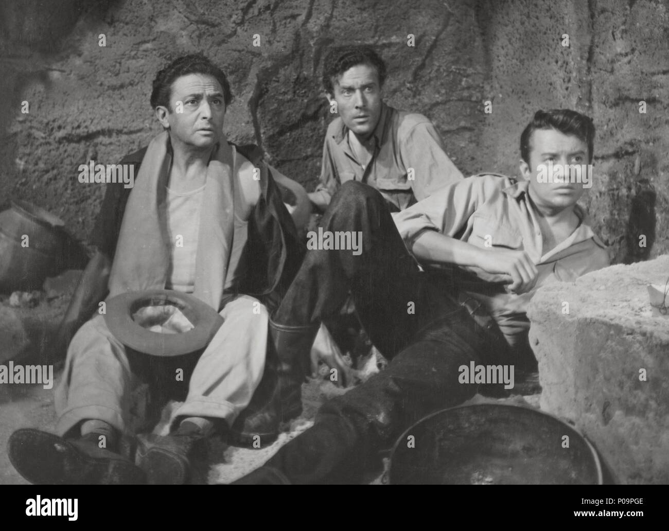 Original Film Title: TRES HOMBRES VAN A MORIR.  English Title: DESERT FIGHTERS.  Film Director: FELICIANO CATALAN.  Year: 1954. - Stock Image