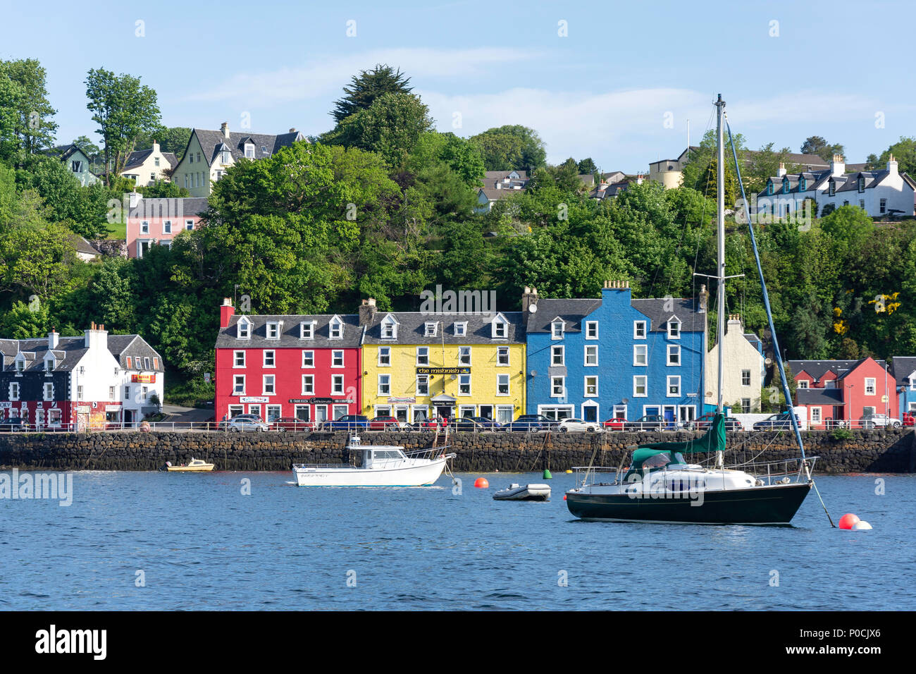 Colourful houses on quayside, Tobermory, Isle of Bute, Inner Hebrides, Argyll and Bute, Scotland, United Kingdom - Stock Image