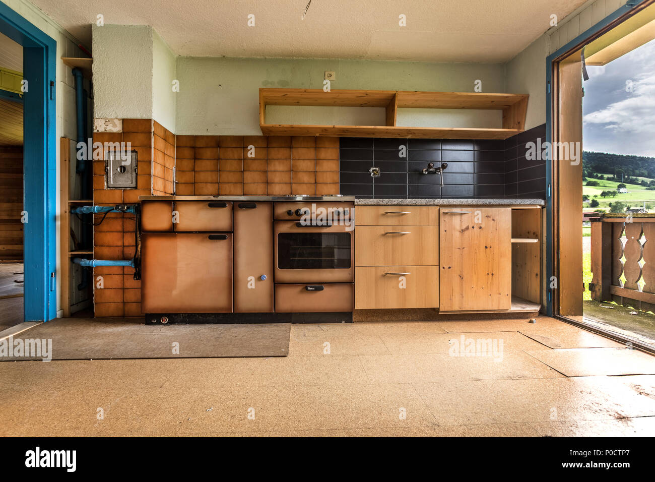 Old kitchen in a house that is demolished - Stock Image