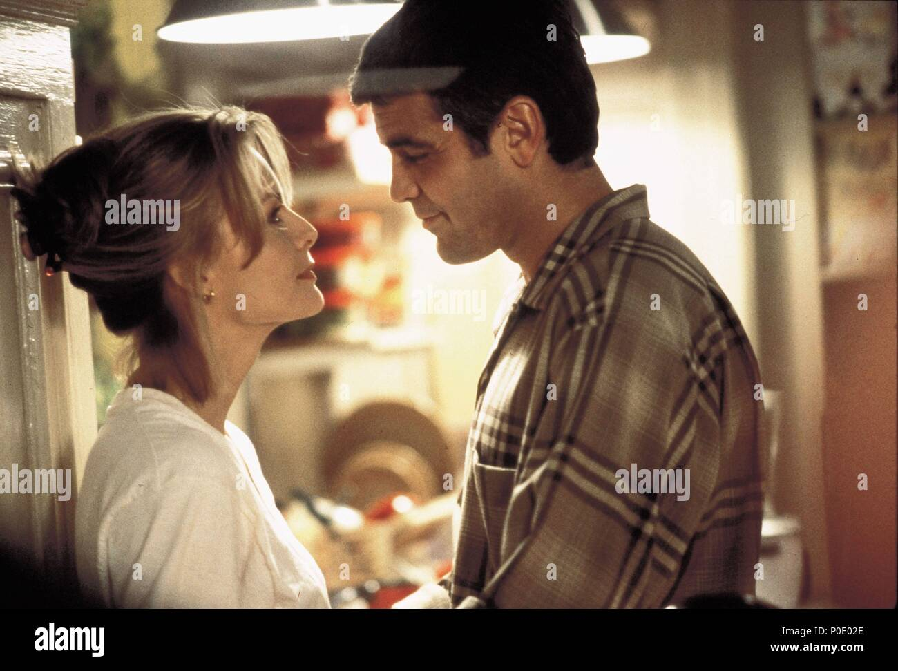 Original Film Title: ONE FINE DAY.  English Title: ONE FINE DAY.  Film Director: MICHAEL HOFFMAN.  Year: 1996.  Stars: GEORGE CLOONEY; MICHELLE PFEIFFER. Credit: 20TH CENTURY FOX / Album Stock Photo