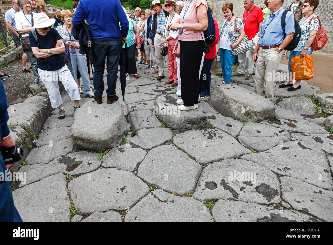 Tourists on the Via delle Terme, historic town of Pompeii in the Gulf of Naples, Campania, Italy, Europe - Stock Image