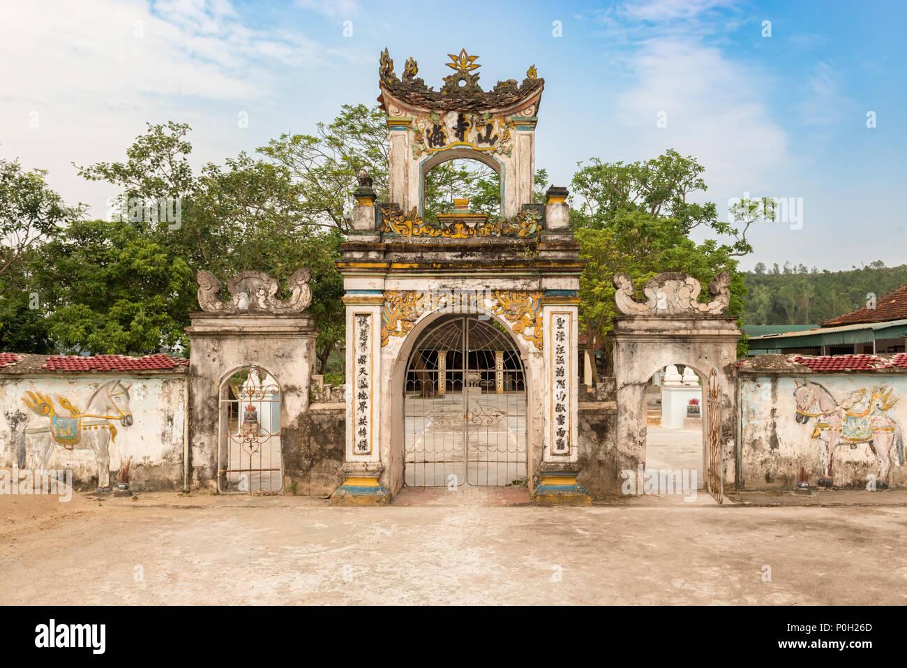Vinh, Vietnam - October 31, 2017: Entrance gate to Nguyen Xí temple ...